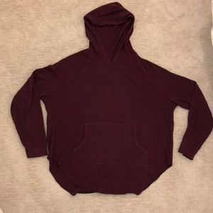 Tops - Aritzia Alder Thermal with Hood in Maroon. Size: M